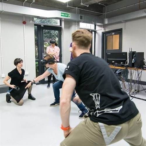 Art & Tech Workshop // PHYSICALITY IN VIRTUAL SPACES
