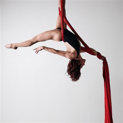 Cat's Paw: Experimentálna pohybovo-akrobatická performance